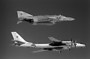 Ту-95РЦ бн 35 392 ОДРАП и F-4 VF-74. 1982
