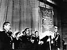 Дубинский В.И. получает Вымпел Министерства обороны СССР, 1973 год.